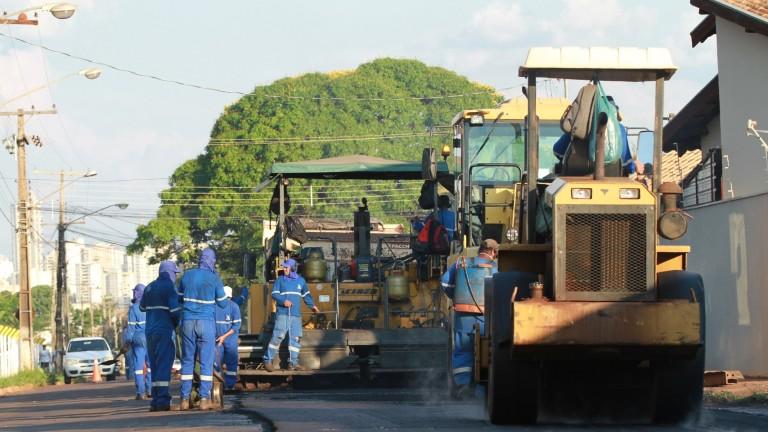 Maquinário já está trabalhando no recapeamento de várias regiões