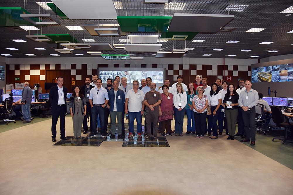 Equipe técnica dos poderes esteve reunida para conhecer de perto as plantas das indústrias Fibria e International Paper