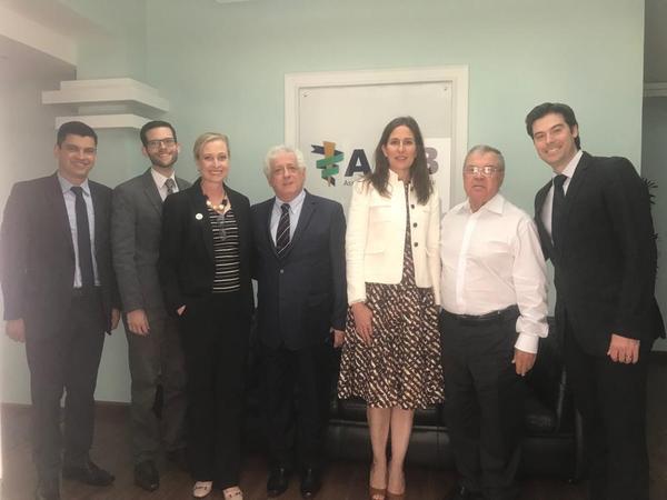 Proposta tem como objetivo capacitar médicos geneticistas e profissionais da área oncológica para atender alta demanda no país