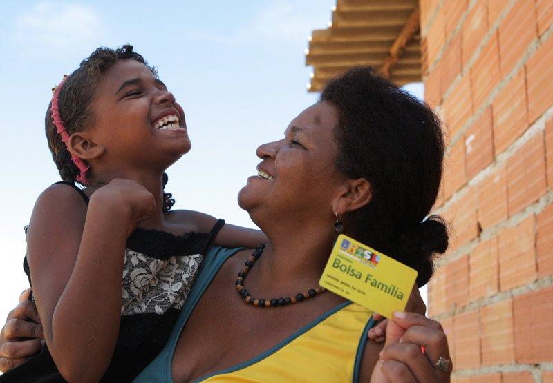Beneficiários do Bolsa Família: milhões dependem do programa para sobreviver
