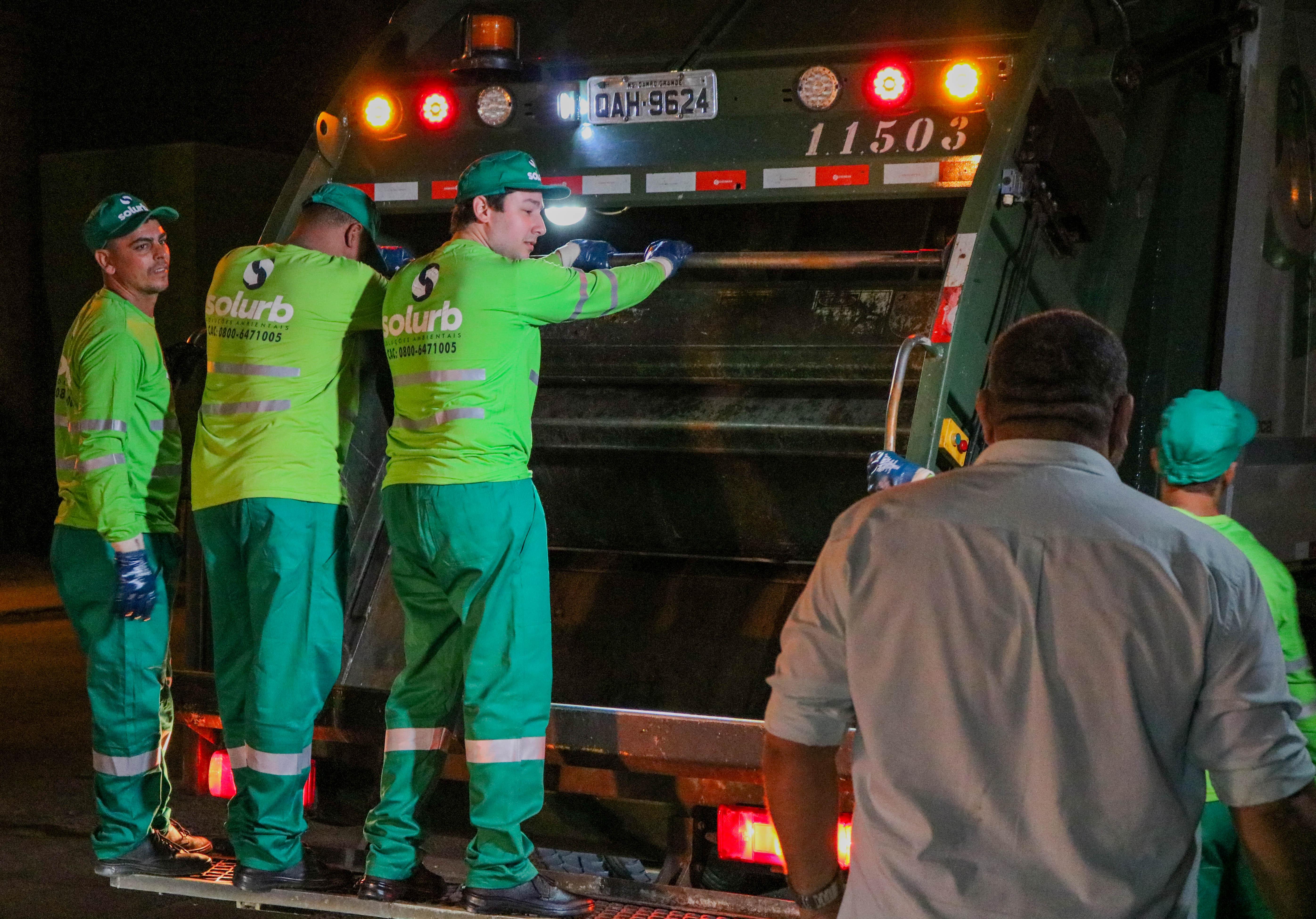 João Henrique participou do turno noturno e vivenciou toda a rotina de trabalho dos coletores de lixo