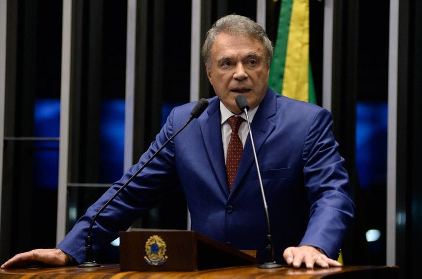 """Senador Álvaro Dias: """"O pontapé inicial para taxar a produção sustentável de energia foi dado e acertou bem no estômago dos consumidores"""""""