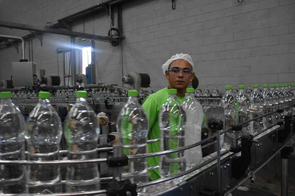 Foram doados 30 mil litros de etanol, que serão transformados em cerca de 40 mil litros de álcool para higienização