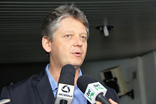 """""""O Governo do Estado vai garantir que a população não sofra com a falta de abastecimento nos supermercados e nem haja pânico"""", declarou Jaime Verruck"""
