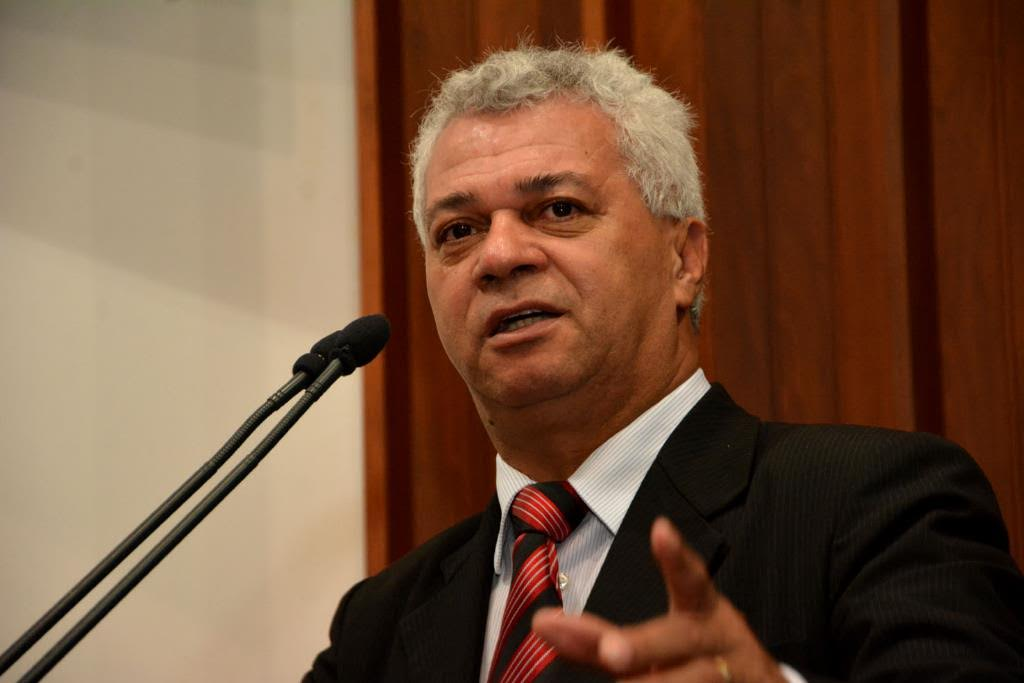 Deputado lamenta impactos da pandemia, ataca Bolsonaro e destaca abertura da Cota Zero de Pesca