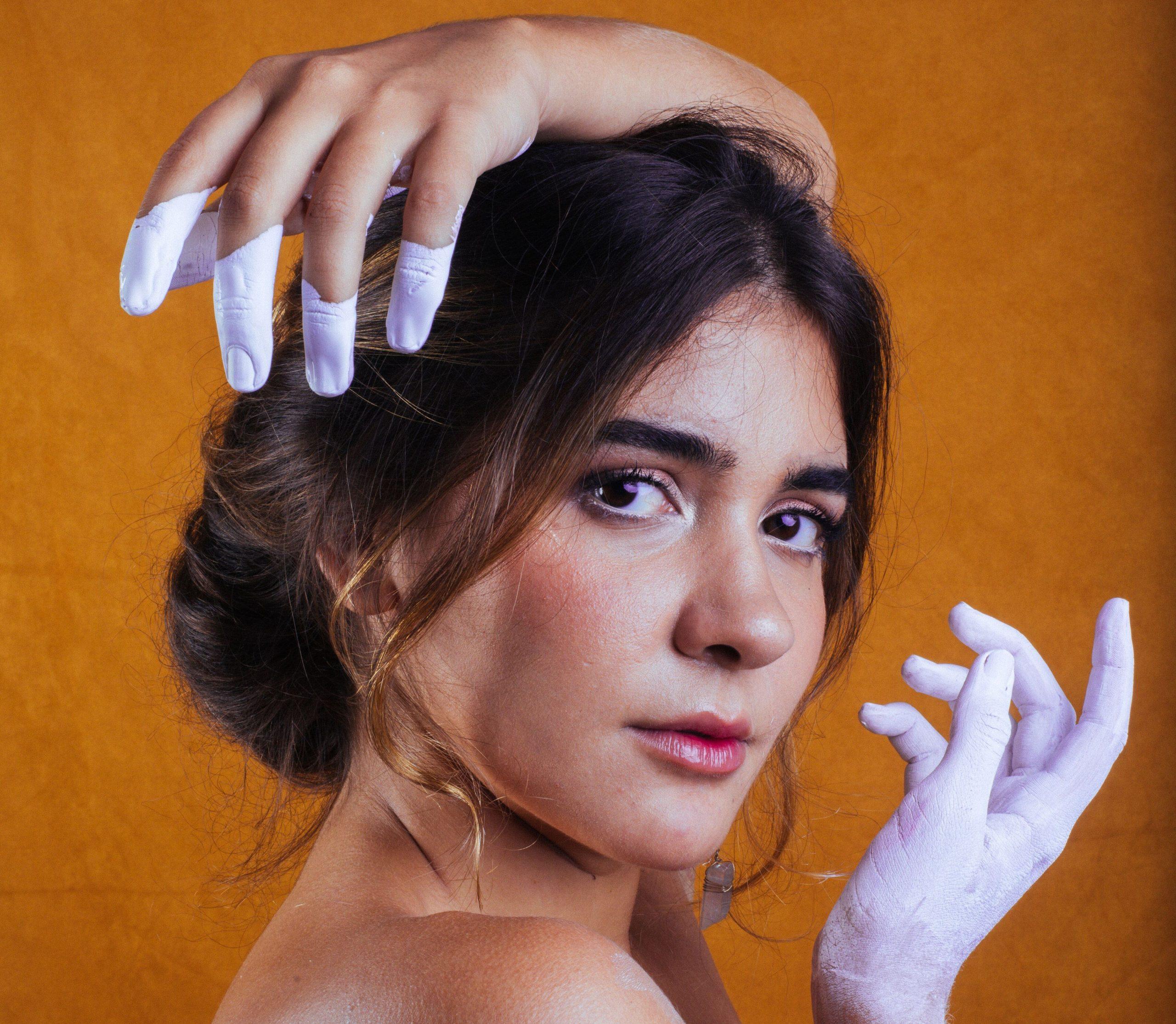 Pilar lança EP com seis faixas autorais e participação luxuosa de Zeca Baleiro