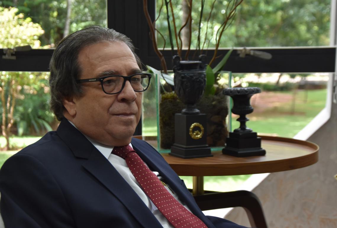 O conselheiro Iran Coelho das Neves: pesquisa para fortalecer o desempenho da educação