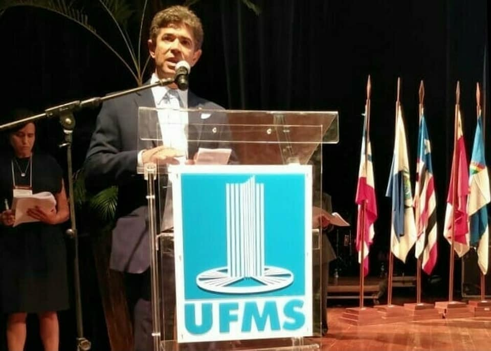 Deputado completa 35 anos de carreira e defende mais investimentos nas instituições de ensino