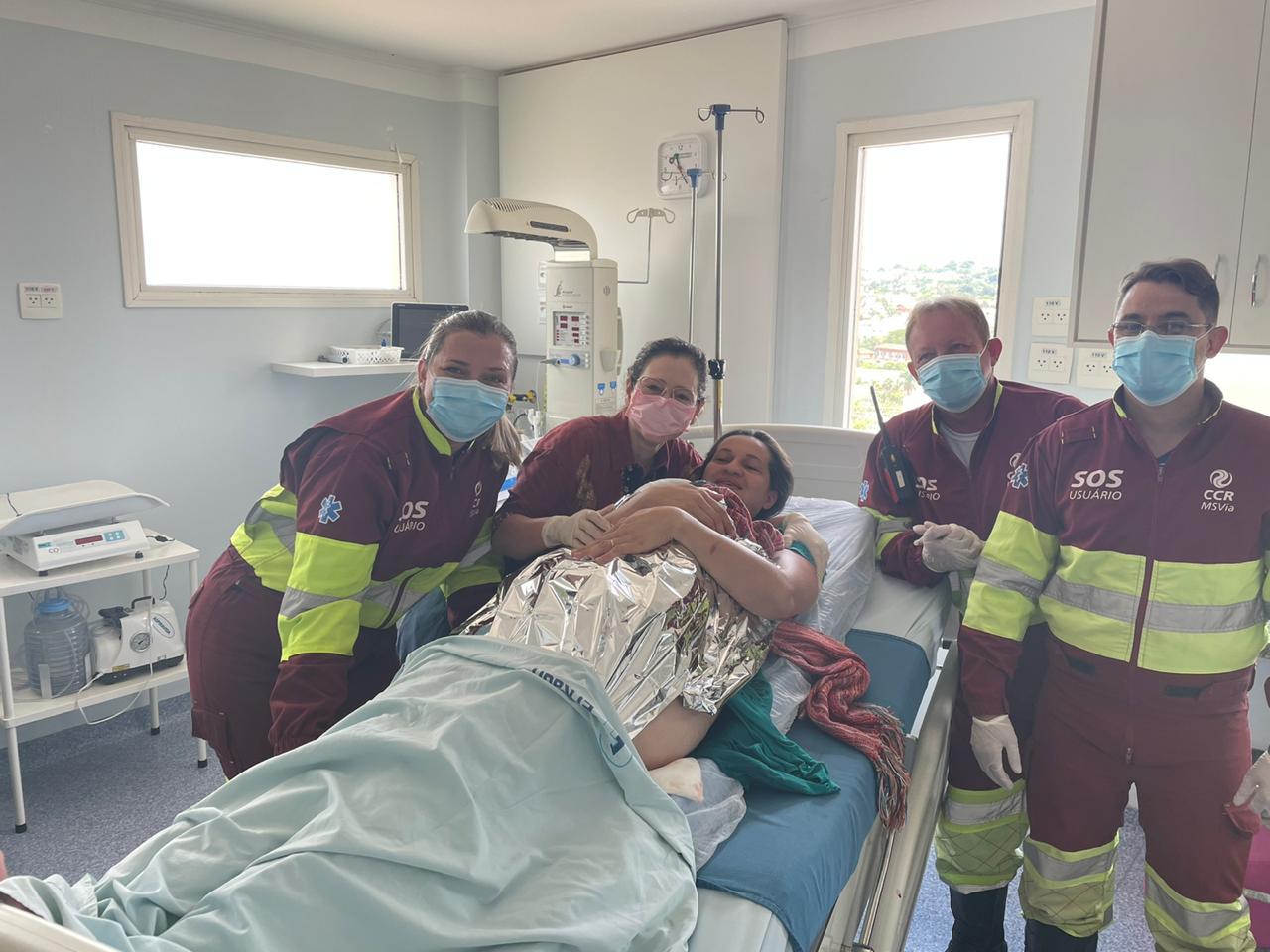 Menina nasceu em ambulância da CCR MSVia e depois foi encaminhada com a mãe para hospital