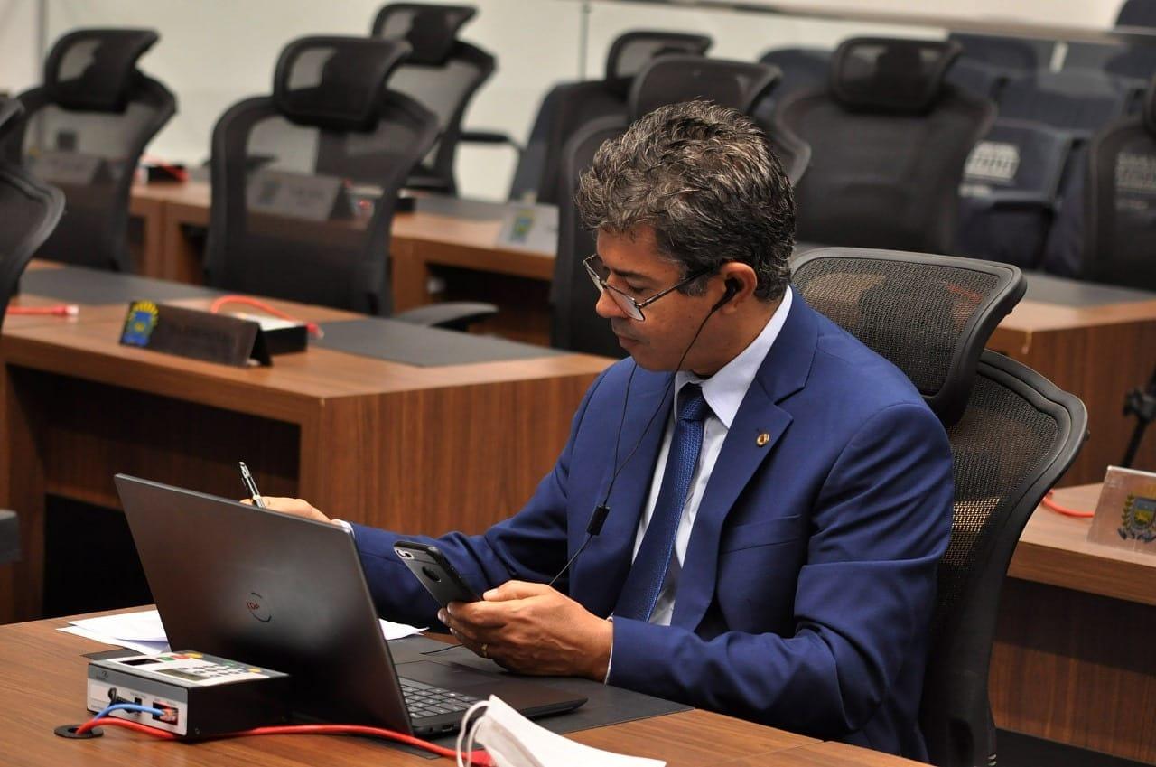 Rinaldo oficializou proposta com requerimento na Assembleia Legislativa