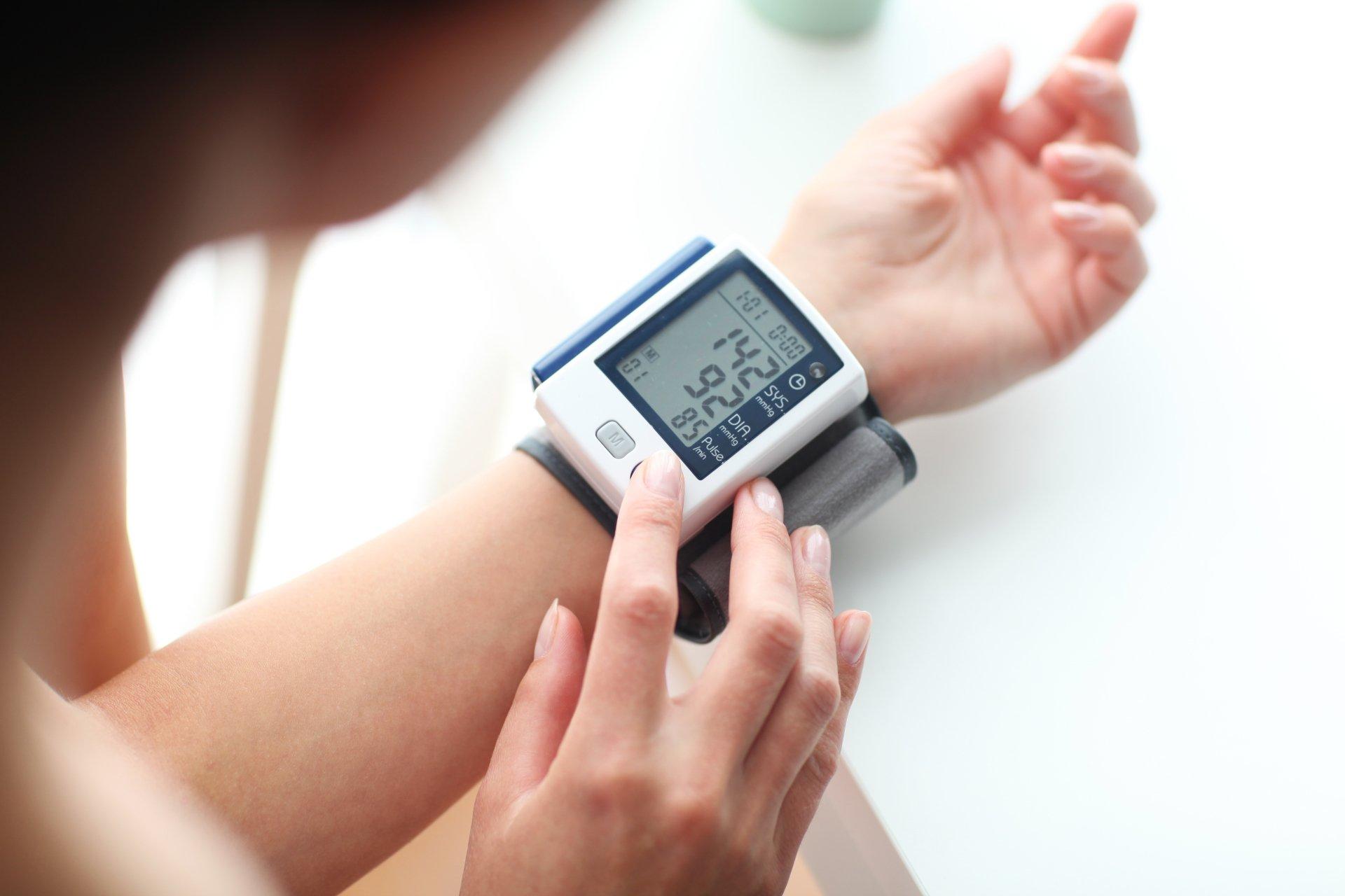 dia-nacional-prevenção-combate-hipertensão-arterial-pressão-alta-cardiologista-deusdete-noronha-junior-unimed-campo-grande-ms-2021