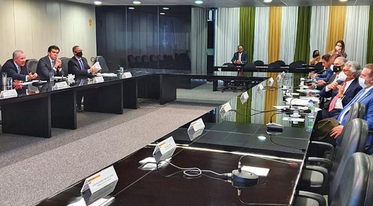 Reinaldo Azambuja e Sérgio Murilo marcaram posição no Ministério das Minas e Energia