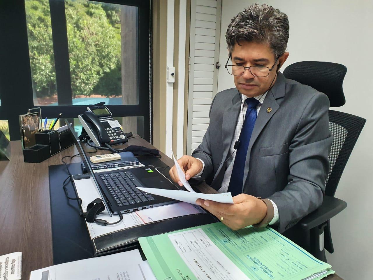 """""""Feminicidas e pedófilos não podem ter o benefício de penas brandas"""", diz deputado"""
