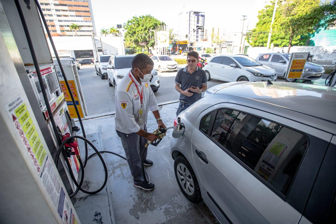 Altas sucessivas dos combustíveis continuam castigando o bolso e o lombo dos brasileiros